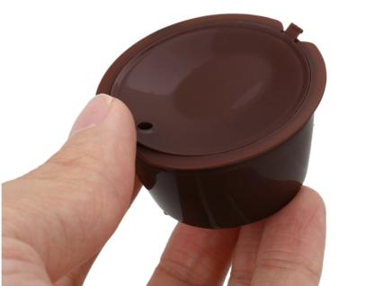 Capsule réutilisable Dolce Gusto en plastique prise en main